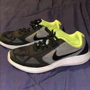 Black Nike shoes (boys)